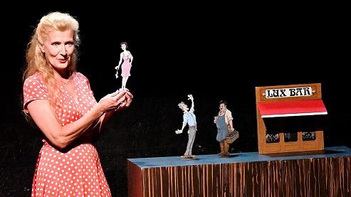 Bernard DIMEY Père et Fille - Une incroyable rencontre Théâtre LEPIC 1, avenue Junot 75018 PARIS - Lundi 24 juin 2019 Le spectacle musical DE ET AVEC DOMINIQUE DIMEY Accompagnée au piano par CHARLES TOIS Avec la voix de RICHARD BOHRINGER Mise en scène BRUNO LAURENT Décors NILS ZACHARIASEN Lumière STEPHANE BAQUET